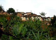Paesaggio con case di fango