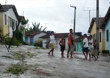 Ragazzi in una strada in Joaquim Gomes