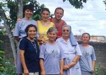 Cecilia e Loris con la comunità delle suore missionarie