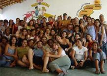 Il gruppo di volontari assieme ai ragazzi di Cristinapolis