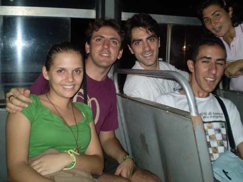 Il gruppo dei ragazzi italiani in viaggio verso il paese di partenza della Romaria.